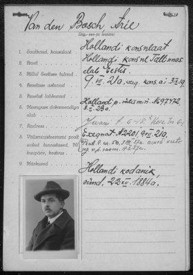 Arie van den Bosch dokument saabumisel Eestisse 1920. aastal. Foto: Rahvusarhiiv