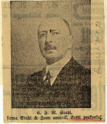 Op de foto: Stahl op een uittreksel van de Estse Päewaleht (21.2.1929). Foto: Nationaal Archief Estland