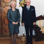 Alates 2001 Joanna van Vliet   Fotol van Vliet (vasakul) volikirjade üleandmisel president Lennart Merile.  Foto: EV välisministeerium, Voldemar Maask