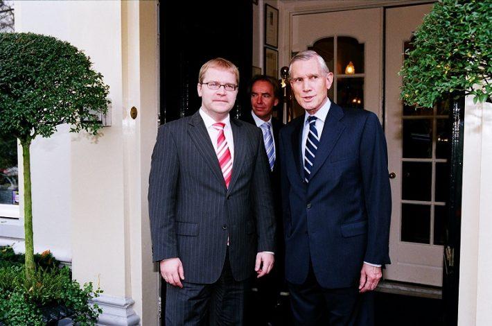 Fotol Paet (vasakul) ja Bot Haagis kohtumisel Foto: Eesti saatkond Haagis