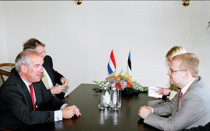 Fotol Weisglas (vasakul) ja Eesti välisminister Urmas Paet Foto: EV välisministeerium