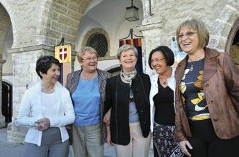 Euroopa Liidu riikide naisspiikrite kohtumine Tallinnas, august 2009 Vasakult: Barbara Prammer (Austria), Ene Ergma (Eesti), Katalin Szili (Ungari), Gerdi Verbeet (Madalmaad), Tsetska Tsacheva (Bulgaaria) Foto: Riigikogu aastaraamat 2008/2009