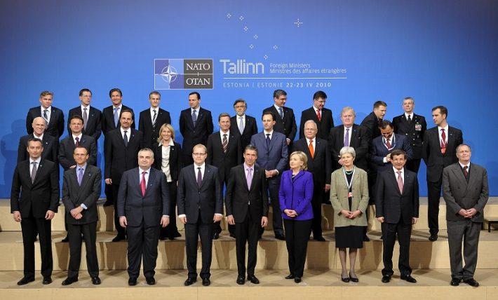 NATO välisministrite mitteametliku kohtumise grupipilt Tallinnas 2010 Foto: EV välisministeerium