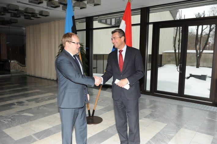 Verhagen (paremal) ja Eesti välisminister Urmas Paet Foto: EV välisministeerium, Erik Peinar