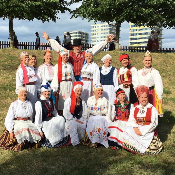 "Op de foto: Tuuletütred in 2019 op het XX-dansfeest ""Minu arm"" (Mijn liefde) in Estland. Foto: privé-archieven van Tuuletütred"