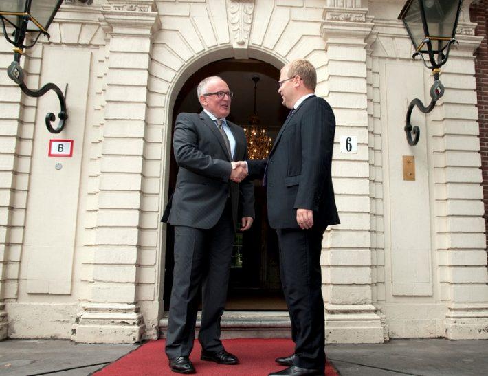 Fotol Paet (paremal) ja Madalmaade välisminister Frans Timmermans Foto: Eesti saatkond Haagis