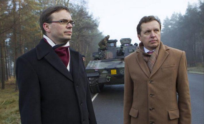 Fotol Sven Mikser (vasakul) ja Eesti suursaadik Haagis Peep Jahilo Foto: Eesti saatkond Haagis