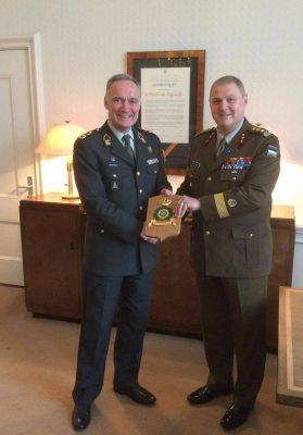 Fotol kindral Terras (paremal) ja kindral Tom Middendorp Foto: Kaitsevägi