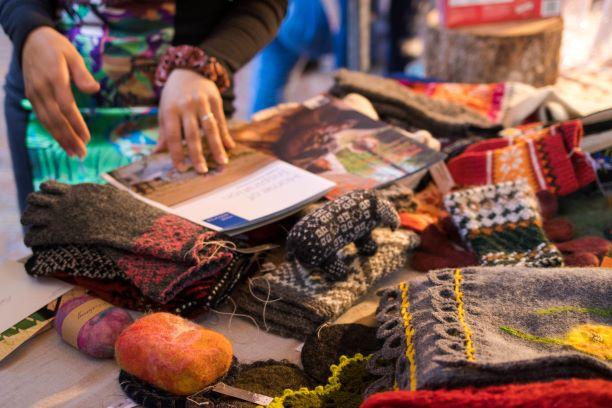 Op de foto: voorbeelden van het Estse handwerk op het Embassy Festival, gemaakt door Riikka Horn (Estse kunstenares/handwerker). Foto: ambassade van Estland in Den Haag