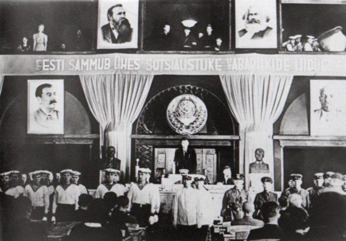 De inaugurele zitting van de Rijksraad (Riigivolikogu), gekozen onder de bezettingsvoorwaarden. Bron: Nädal Pildis 1940 Nationaal Archief Estland