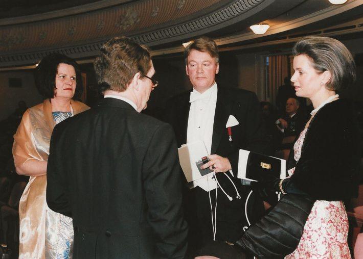 Fotol Madalmaade asjur Klaas Huisman koos abikaasaga Eesti Vabariigi aastapäeva vastuvõtul 24. veebruar 2001 Foto: Klaas Huismani eraarhiiv